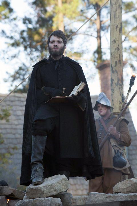 Reverend Cotton Mather (Seth Gabel) möchte Salem von den Hexen befreien, ohne zu ahnen, wie mächtig das Gefolge des Teufels wirklich ist ... - Bildquelle: 2013-2014 Fox and its related entities.  All rights reserved.