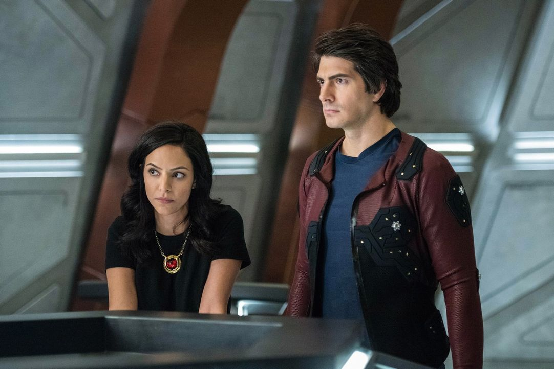Zari (Tala Ashe, l.); Ray (Brandon Routh, r.) - Bildquelle: 2017 Warner Bros.