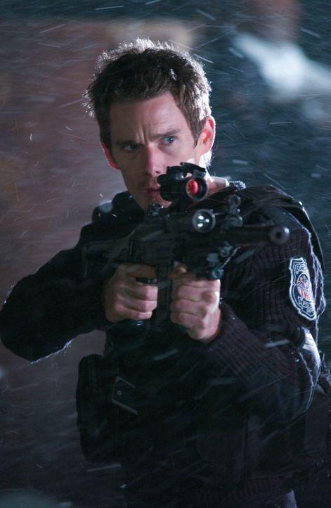 Ein verlassenes Polizeirevier in der Nacht vor seiner endgültigen Schließung: Ausgerechnet an Silvester muss der ausgebrannte Polizeisergeant (Ethan...