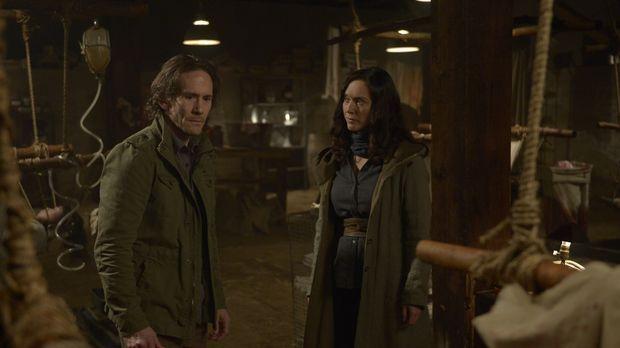 Schwester Anne (Severn Thompson, r.) nutzt Peters (Neil Napier, l.) Schwächen...
