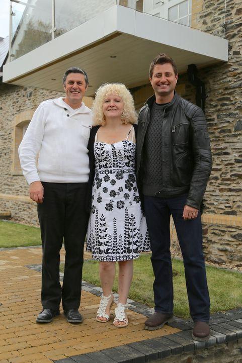 Das Ehepaar Hall (l.) kaufte ein verlassenes viktorianisches Schulgebäude in West Wales. Die beiden wollten daraus sowohl einen Wohlfühlraum für die... - Bildquelle: D:\Users\hag0001j\Desktop\Restorian  Man\315