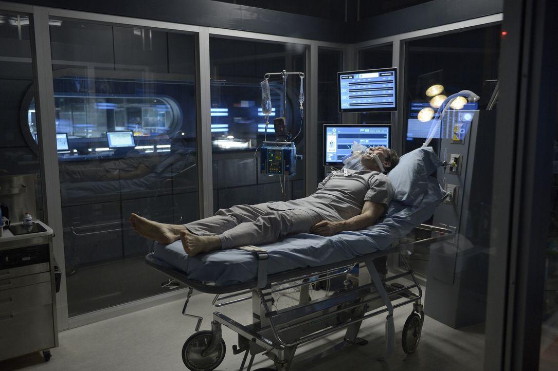 Kann eine neue Behandlungsmethode Peter (Neil Napier) retten oder wenigstens ein wenig Zeit verschaffen? - Bildquelle: 2014 Sony Pictures Television Inc. All Rights Reserved.