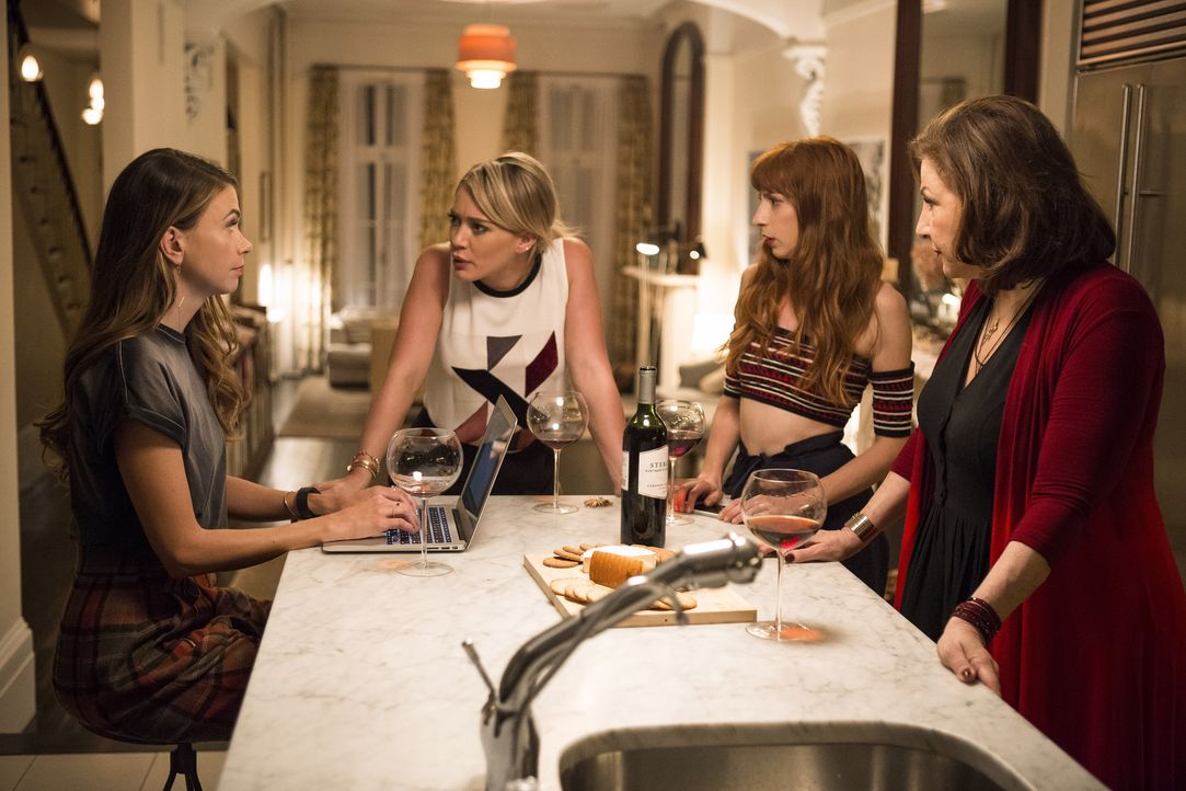 (v.l.n.r.) Liza (Sutton Foster); Kelsey (Hilary Duff); Lauren (Molly Bernard); Denise (Kathy Najimy) - Bildquelle: Hudson Street Productions Inc 2016