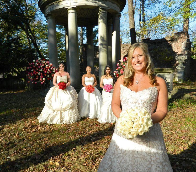 Kann Karen (r.) die anderen Bräute Marie (l.), Zoranda (2.v.l.) und Anumita (2.v.r.) mit ihrer Hochzeit überzeugen? - Bildquelle: Richard Vagg DCL