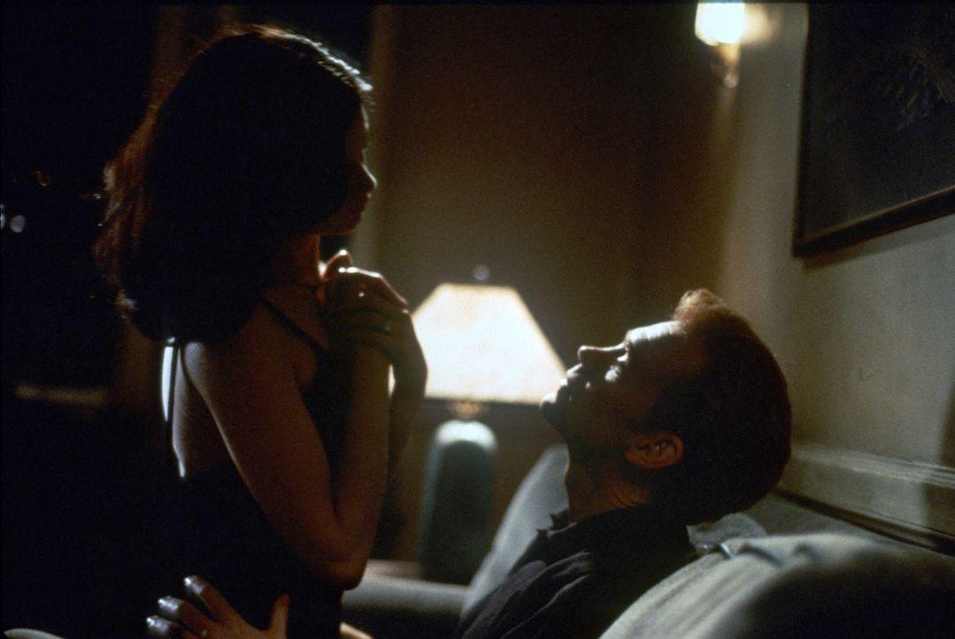 Waren einst ein Paar: Trina (Linda Fiorentino, l.) und David Corelli (David Caruso, r.) ... - Bildquelle: Paramount Pictures