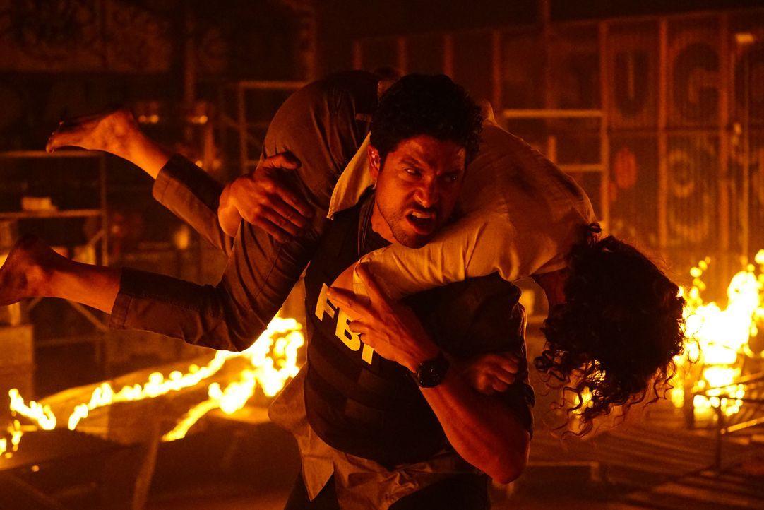 Luke (Adam Rodriguez) und seine Kollegen haben es bei ihrem neuen Fall mit einem brutalen Feuerteufel zu tun. Ein Kampf um Leben und Tod beginnt ... - Bildquelle: Richard Cartwright ABC Studios