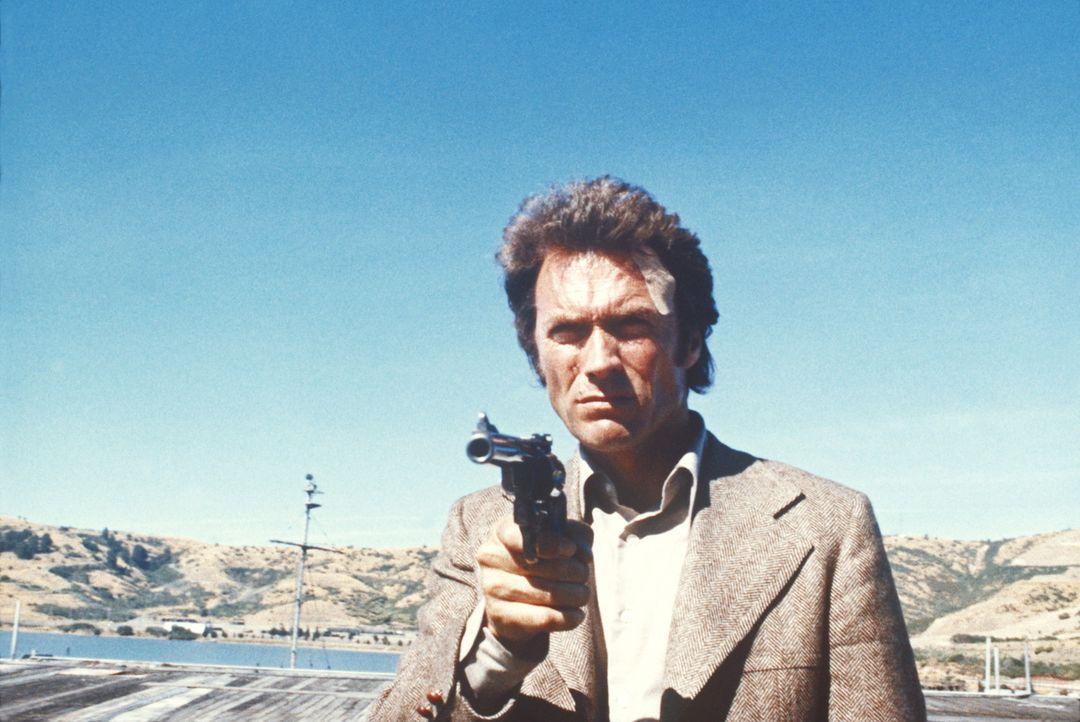 Inspektor Callahan (Clint Eastwood) ist mal wieder auf Verbrecherjagd. Bei seinen Ermittlungen entdeckt er, dass die gesuchten Gangster in Wirklichk... - Bildquelle: Warner Bros.