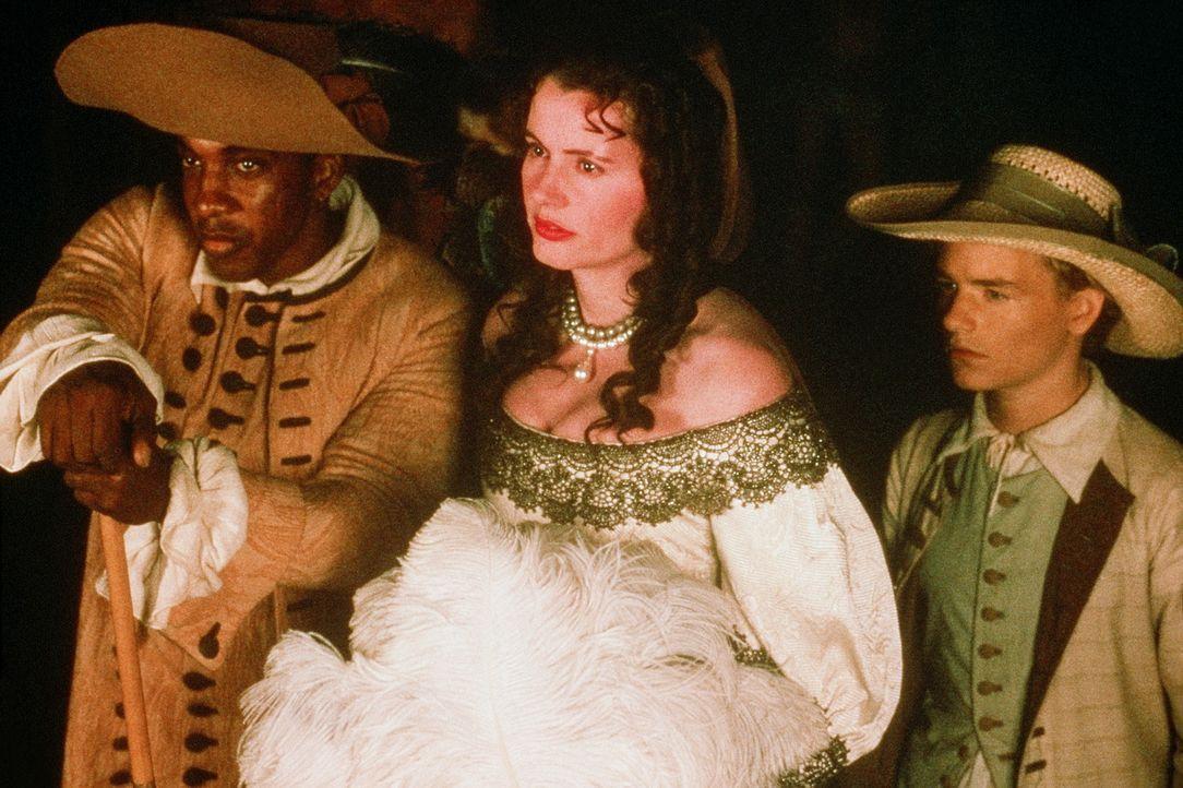Die rauflustige und trinkfeste Morgan (Geena Davis, M.) muss allerlei gefährliche Abenteuer auf der Suche nach einem Piratenschatz bestehen ... - Bildquelle: VCL Communications