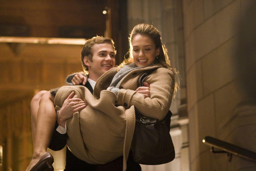 Kaum verheiratet, da muss Milliardär Clay (Hayden Christensen, l.) auch schon in die Klinik zu einer gefährlichen Herztransplantation. Dort muss er... - Bildquelle: The Weinstein Company