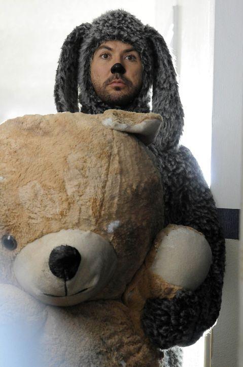 Wilfred (Jason Gann) und sein neuer Freund ... - Bildquelle: 2011 FX Networks, LLC. All rights reserved.