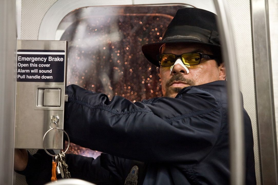 Eines Tages entführen Ramos (Luis Guzman) und seine Spießgesellen den vollbesetzten New Yorker U-Bahn-Zug Pelham 123. Sie drohen damit, eine Geisel... - Bildquelle: 2009 Columbia Pictures Industries, Inc. and Beverly Blvd LLC. All Rights Reserved.