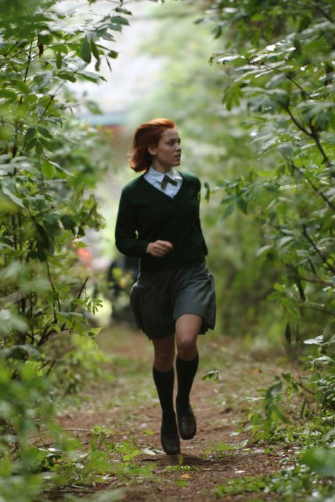 Kommt in ein sonderbares Internat und muss mit ansehen, wie ihre Mitschülerinnen im Wald verschwinden: Heather (Agnes Bruckner) ... - Bildquelle: Copyright   2006 Cinegreen Internationale Filmproduktionsgesellschaft mbH & Co. 1 Beteiligungs KG. All Rights Reserved.