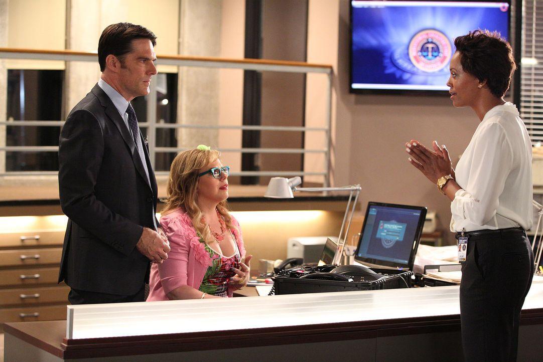 Ein Serientäter treibt sein Unwesen. Hotch (Thomas Gibson, l.), Garcia (Kirsten Vangsness, M.) und das restliche Team ermitteln und bekommen dabei U... - Bildquelle: ABC Studios