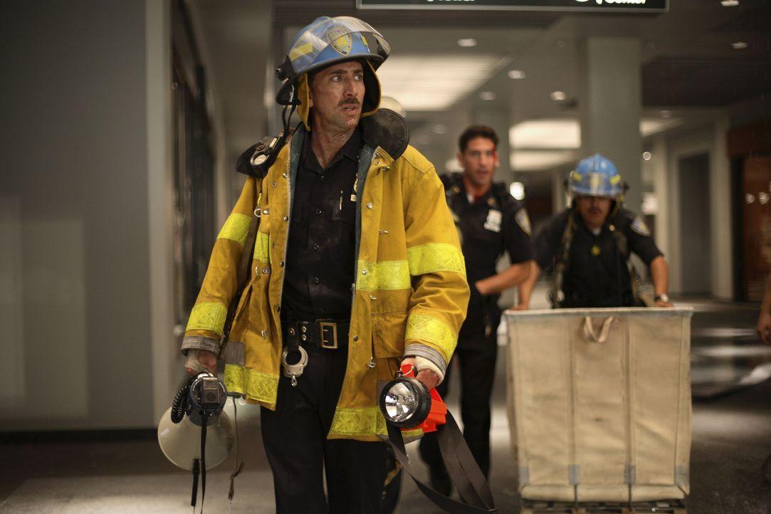 Nachdem das World Trade Center brennt, wird John McLoughlin (Nicolas Cage) und seine Einheit in die U-Bahn-Ebene unter den Türmen geschickt, um die... - Bildquelle: TM &   Paramount Pictures. All Rights Reserved.