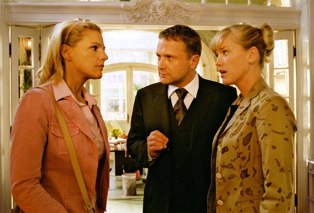 Roman Lehnhard (Bernhard Schir, M.) muss sich zwischen Sophie (Sophie Schütt, l.) und seiner Lebensgefährtin Clarissa (Cecilia Kunz, r.) entscheiden... - Bildquelle: Noreen Flynn Sat.1