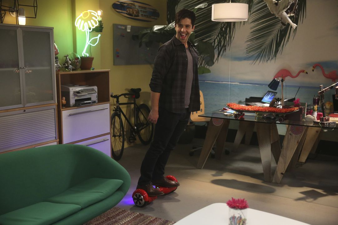 Gerald (Josh Peck) will Sara eine Freude machen und peppt für sie ihr neues Büro auf. Wie wird sie reagieren? In der Zwischenzeit hat Jimmy Probleme... - Bildquelle: Jordin Althaus 2016 ABC Studios. All rights reserved.