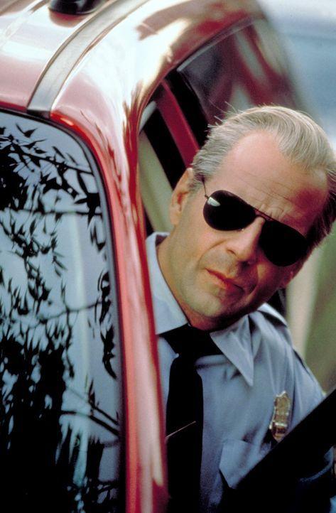 Um sein Opfer ins Jenseits zu befördern, hat der Schakal (Bruce Willis) einen perfiden und perfekten Plan ausgeheckt. Öffentlich und blutig will e...