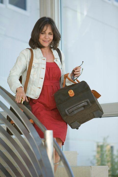 Spontanes Arrangement: Mutter Nora (Sally Field) kannnicht anders, als einen kurzfristigen Urlaub für ihre Familie zu organisieren ... - Bildquelle: 2008 ABC INC.