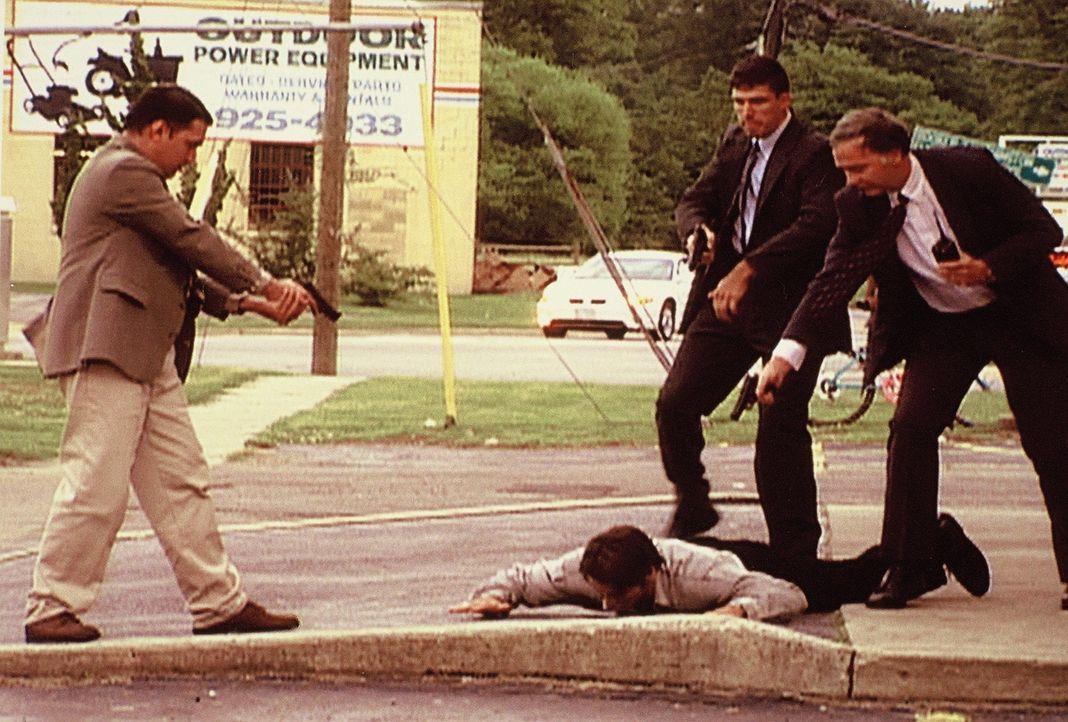 Ein Drogenkartell entführt eine Mutter und ihren kleinen Sohn. Dann töten die Verbrecher ihre Geiseln. Das FBI setzt alles daran, die Strukturen des... - Bildquelle: Randy Jacobson New Dominion Pictures, LLC