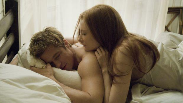 Immer wieder treffen Benjamin Button (Brad Pitt, l.) und Daisy (Cate Blanchet...