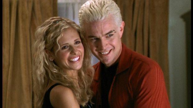 Buffy (Sarah Michelle Gellar, l.) und Spike (James Marsters) sind frisch verl...