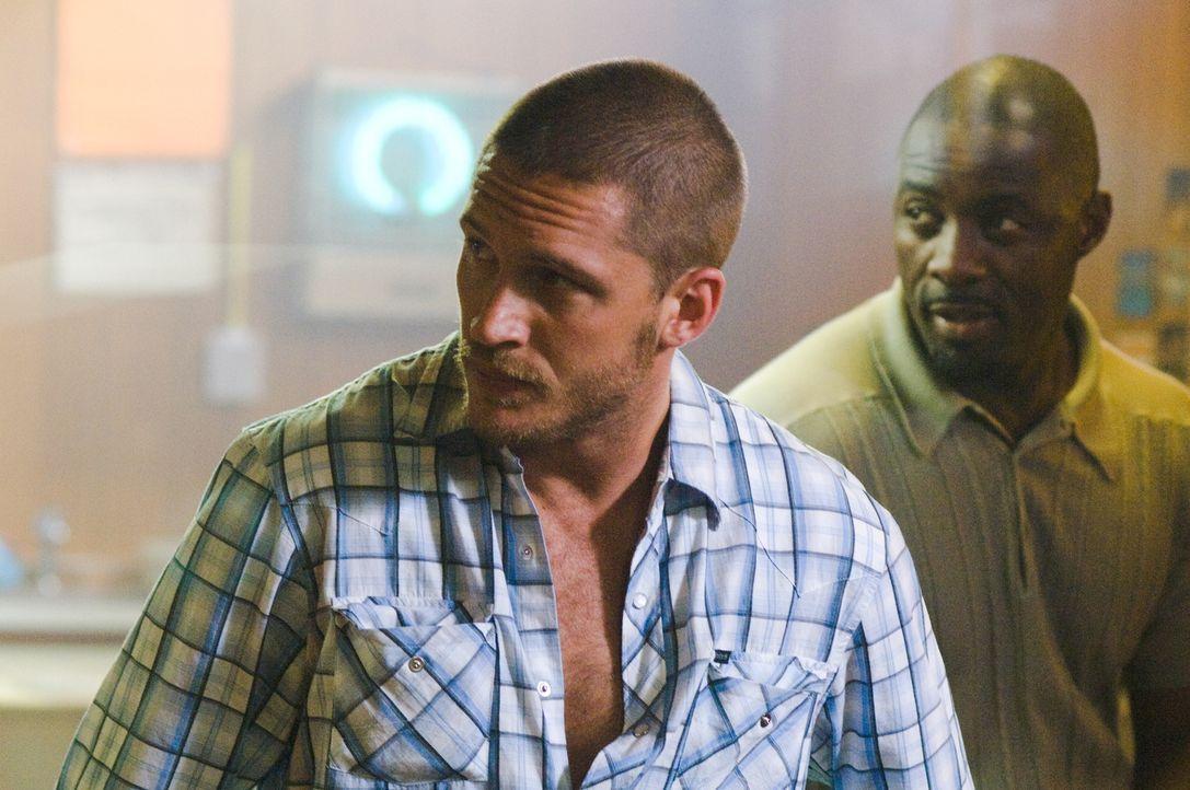 Mit ihnen ist nicht zu spaßen: Handsome Bob (Tom Hardy, l.) und Mumbles (Idris Elba, r.) ... - Bildquelle: Warner Bros.