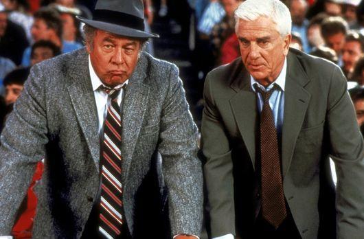 Die nackte Kanone - Ed Hocken (George Kennedy, l.) und Frank Drebin (Leslie N...