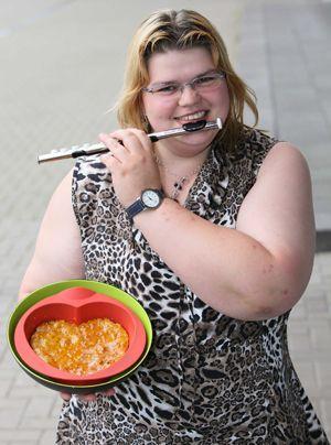...hat wie Andreas eine Vorliebe für Flöten und leckeres Essen.  - Bildquelle: Sat1 Frank Hempel