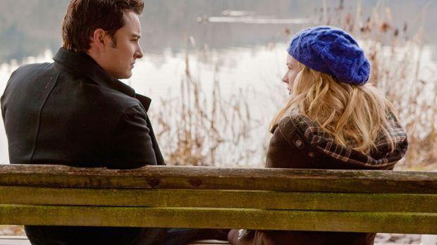 Ryan (Kerr Smith, l.) versichert Lux (Brittany Robertson, r.), dass sich ihre...