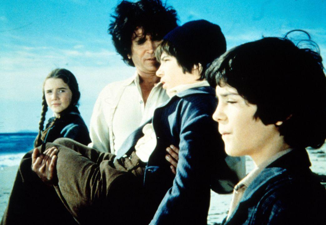 Dylans (Steve Shaw, 2.v.r.) Traum geht in Erfüllung - er darf das Meer sehen. Laura (Melissa Gilbert, l.) und Albert (Matthew Laborteaux, r.) freue... - Bildquelle: Worldvision