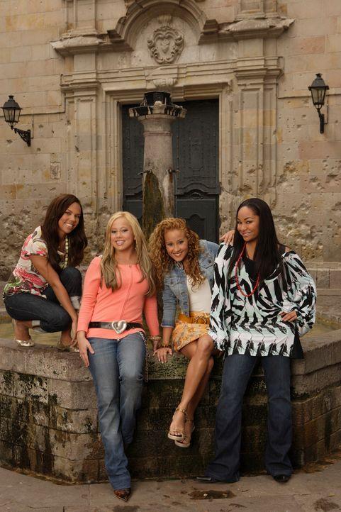 """Fahren gemeinsam nach Barcelona und nehmen dort an einem Talentwettbewerb teil: die vier """"Cheetah Girls"""" (v.l.n.r.) Aqua (Kiely Williams), Dorinda (... - Bildquelle: Buena Vista International Television"""
