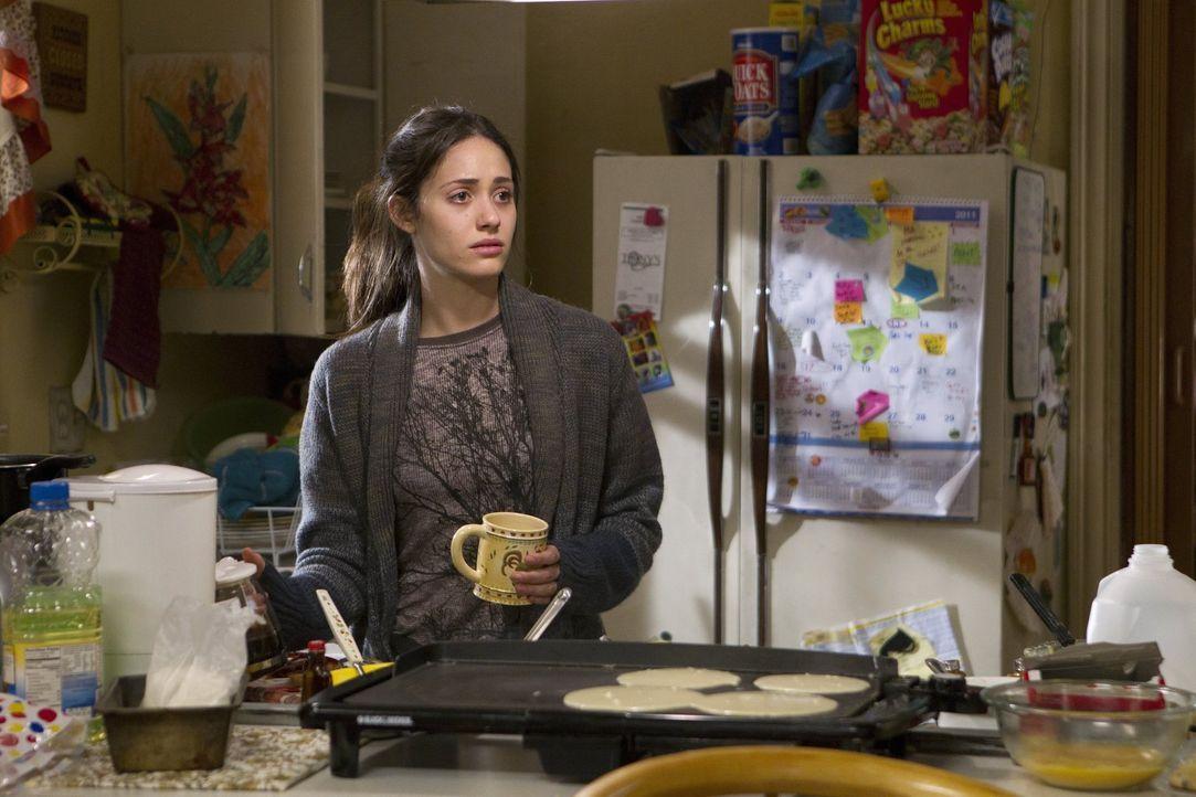 Karen verlangt von Lip Miete, damit er bei ihr wohnen darf? Fiona (Emmy Rossum) bereut ihre Entscheidung, ihren Bruder aus dem Haus geworfen zu habe... - Bildquelle: 2010 Warner Brothers