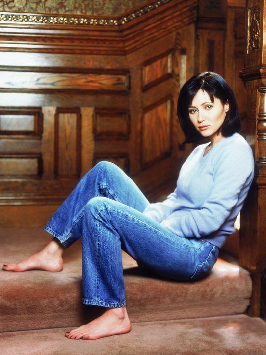 (1. Staffel) - Prue Halliwell (Shannen Doherty) ist sehr besorgt darüber, dass sie eine Hexe ist. Es ist ihr klar, dass ihre Fähigkeit, Dinge zu bew... - Bildquelle: Paramount Pictures