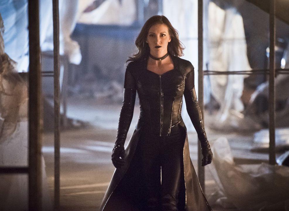 Laurels böser Doppelgänger, Black Siren (Katie Cassidy), sorgt für Zerstörungen in Central City, doch Zooms nächster Schachzug trifft Barry härter .... - Bildquelle: Warner Bros. Entertainment, Inc.