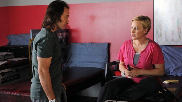 Bei der REHA lernt Allison Dubois (Patricia Arquette, r.) Neal Greybridge (Fi...