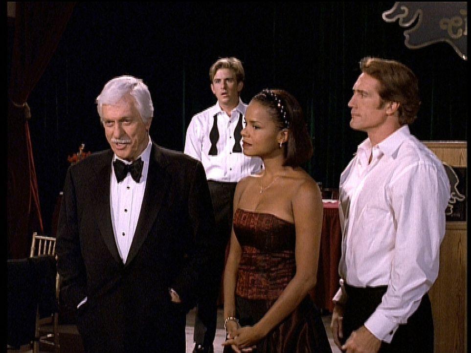 Mark (Dick Van Dyke, l.) analysiert alle Indizien und kann den Mörder schließlich überführen. Jesse (Charlie Schlatter, 2.v.l.), Amanda (Victoria Ro... - Bildquelle: Viacom