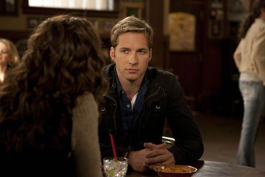 Friends with Benefits - Ben (Ryan Hansen) trifft eine Ex-Freundin, die ihn ve...