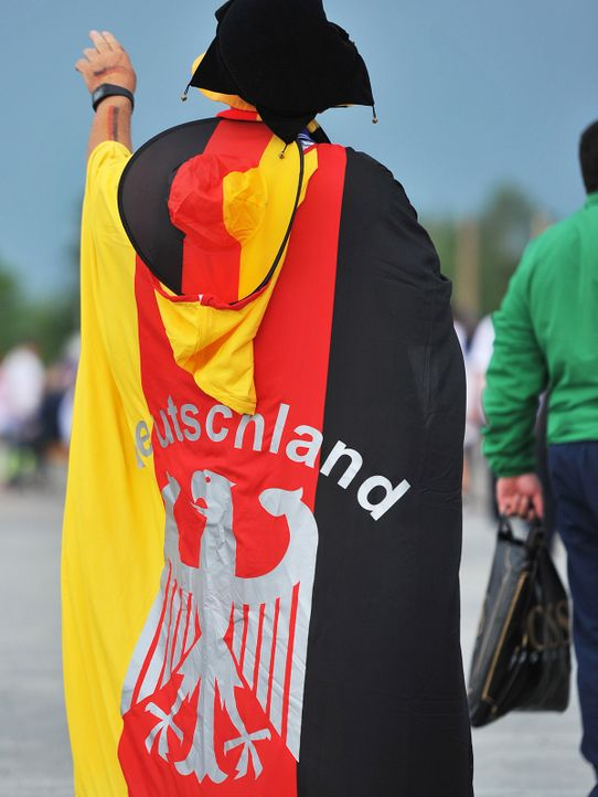 deutschland-fan-12-06-12-Picture-Alliance-dpa - Bildquelle: Picture Alliance/dpa