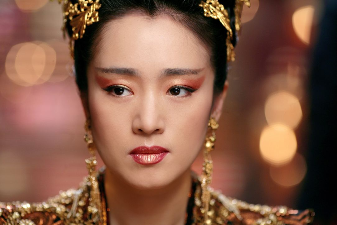 Am Hof von Kaiser Ping wurden während seiner Abwesenheit heimliche Liebesbande geknüpft und unheilvolle Allianzen geschmiedet. Auch die Kaiserin P... - Bildquelle: TOBIS Film
