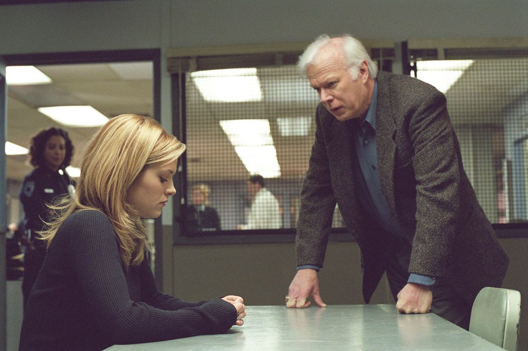 Als Nancy Drew (Maggie Lawson, M.) von dem unerklärbaren Koma-Unfall von Jesse erfährt, macht sie sich daran, ihn aufzuklären. Doch sowohl Polizi... - Bildquelle: Buena Vista Television