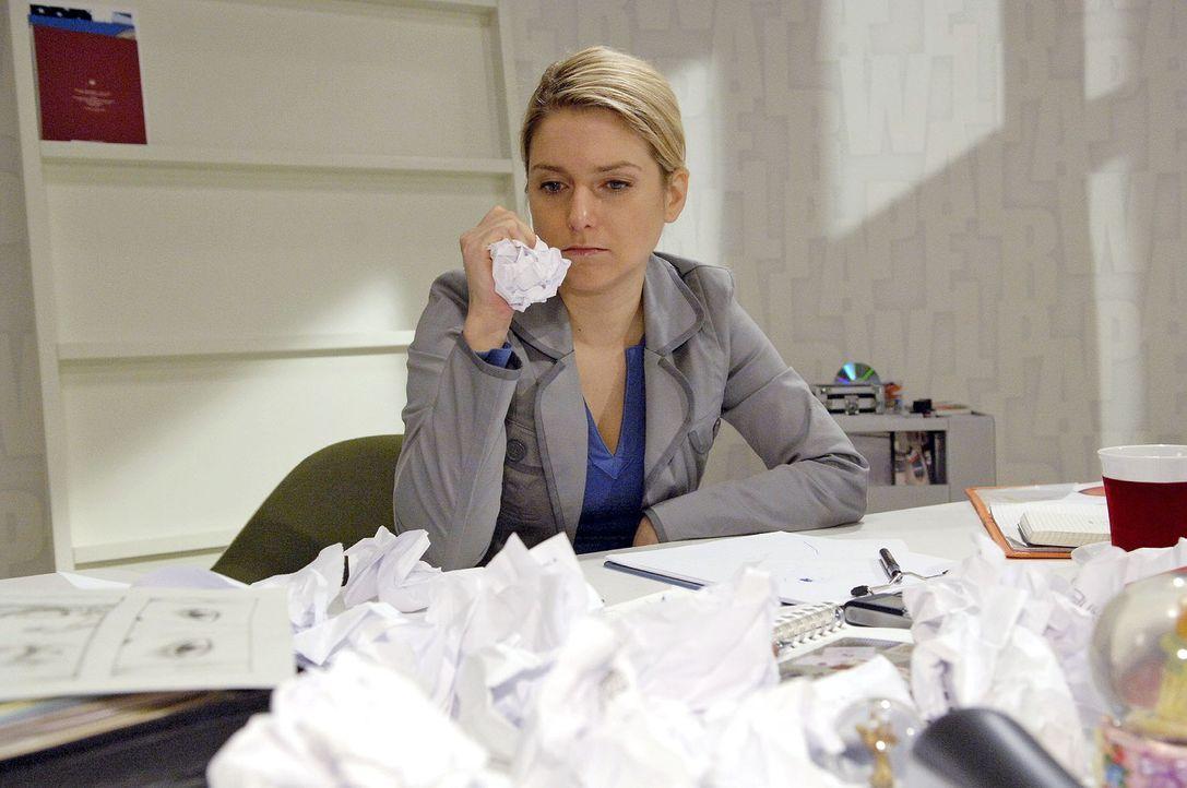 Anna (Jeanette Biedermann) fehlen zum ersten Mal die Ideen ... - Bildquelle: Claudius Pflug Sat.1