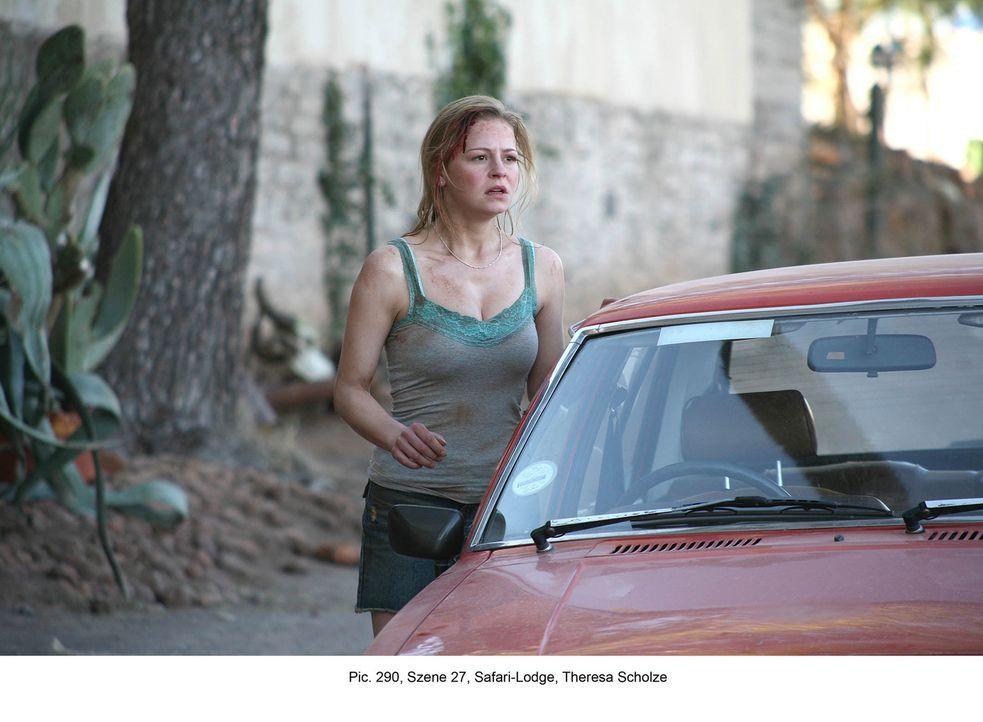 Im Township wird es für Marisa (Theresa Scholze) schon bald sehr gefährlich, denn ihre Verfolger verbreiten das Gerücht, sie sei eine aus einer Anst... - Bildquelle: Boris Guderjahn ProSieben