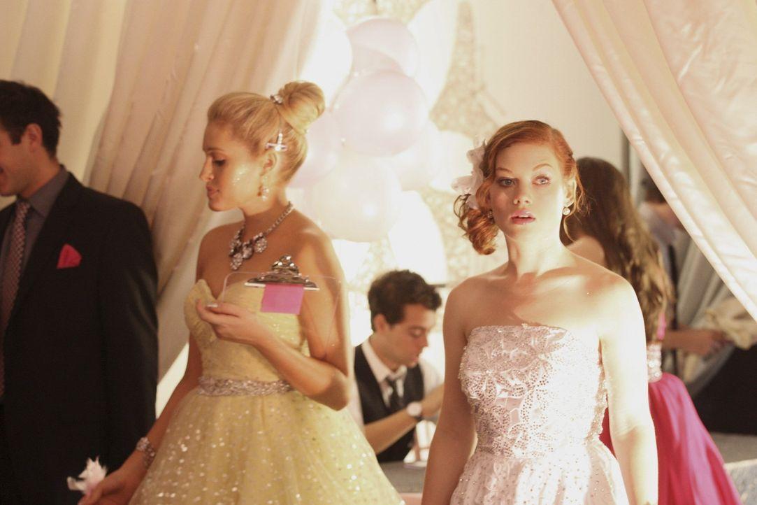 Nimmt die Organisation für Tessas (Jane Levy, r.) Geburtstagsparty in die Hand: Dalia (Carly Chaikin, l.) ... - Bildquelle: Warner Bros. Television