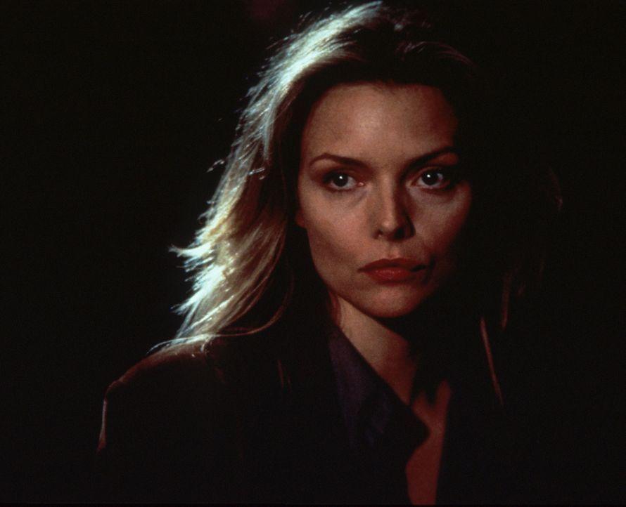Hütet ein grauenvolles Geheimnis: Laura (Michelle Pfeiffer) ... - Bildquelle: Columbia TriStar