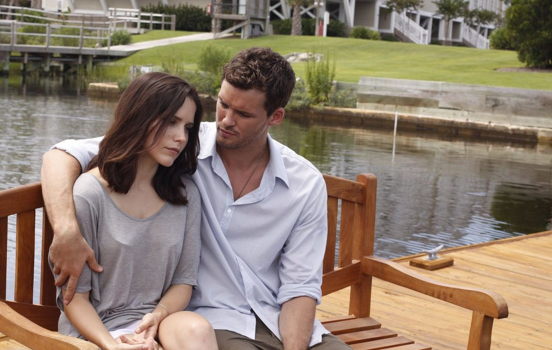 Brooke (Sophia Bush, l.) versucht, Julian (Austin Nichols, r.) ihre wahren Wünsche zu offenbaren ... - Bildquelle: Warner Bros. Pictures