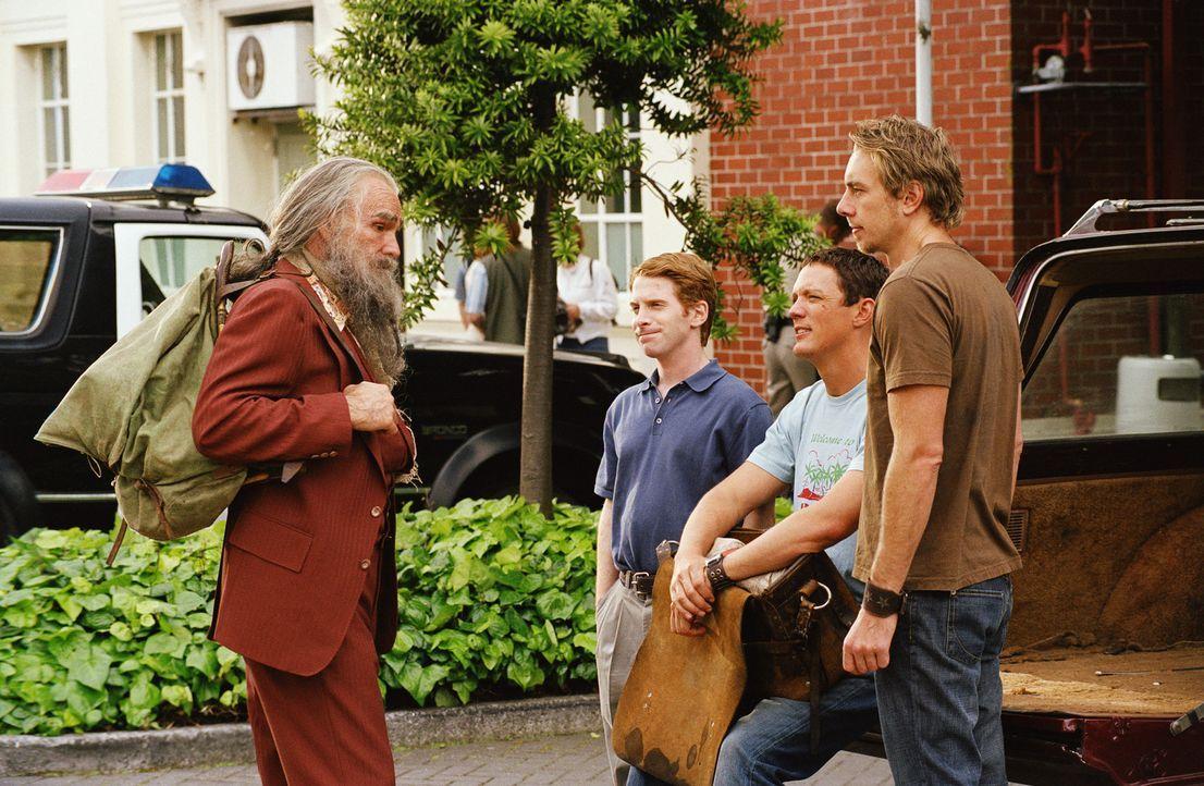 Der exzentrische Bergbewohner Del Knox (Burt Reynolds, l.) hat zwei Möglichkeiten: Entweder führt er (v.l.n.r.) Dan (Seth Green), Jerry (Matthew Lil... - Bildquelle: Paramount Pictures
