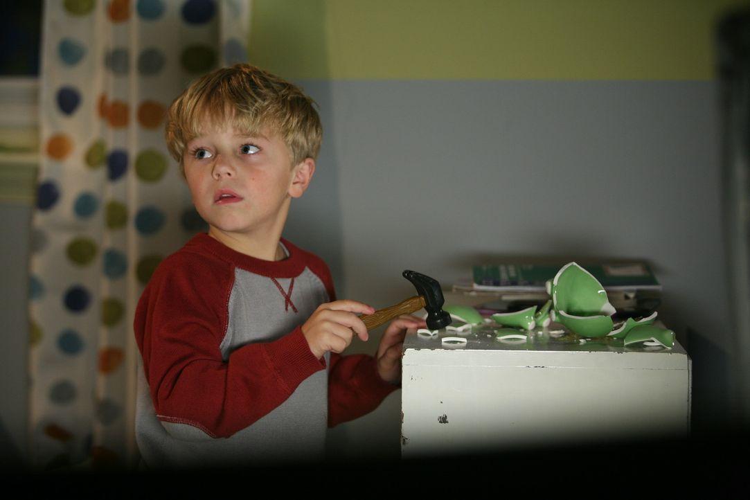 Kurz vor Weihnachten quält Dennis (Maxwell Perry Cotton) ein Problem: Wie kann ich schöne Weihnachtsgeschenke machen, wenn ich pleite bin? Glückl... - Bildquelle: Warner Bros.
