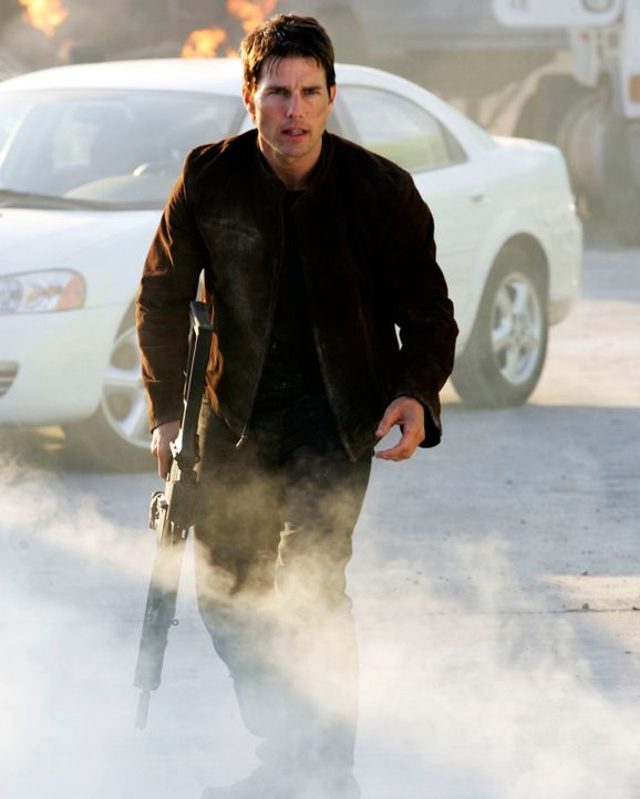 "Um ein ruhigeres Leben mit seiner Verlobten Julia führen zu können, hat Ethan Hunt (Tom Cruise) seine Arbeit beim IMF (""Impossible Mission Force"")... - Bildquelle: 2005 by PARAMOUNT PICTURES. All Rights Reserved."
