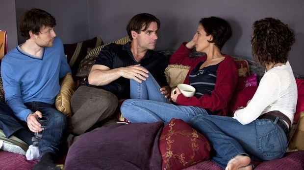 Treibt Kamalas (2.v.r.) Liebe zu Roxanne einen Keil zwischen sie und Tahl (l....