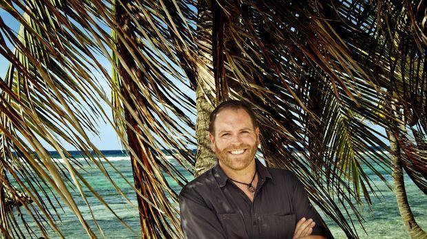 Josh Gates reist auf die Kaimaninseln und an die Küste von North Carolina, um...